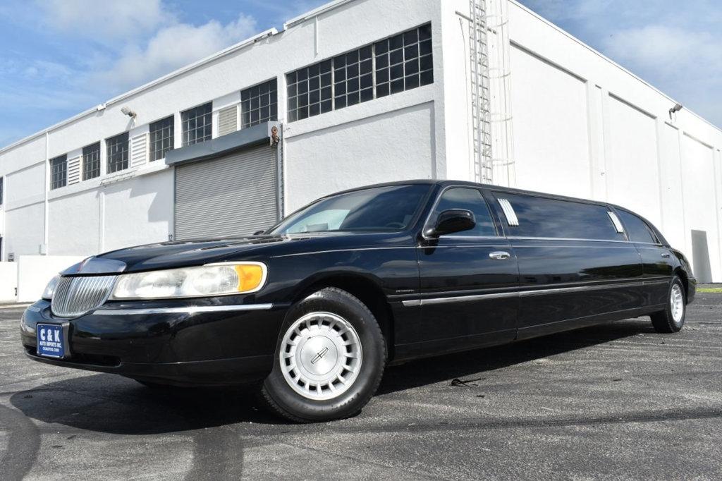 1999 Lincoln Town Car Limo Executive